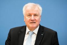 Portraitfoto von Innenminister Seehofer