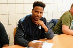 Taklabi Ghebretinsae aus Eritrea in einem fränkischen Unternehmen