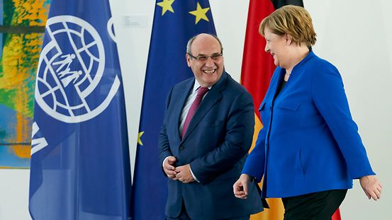 Federal Chancellor Angela Merkel and the Director General of the International Organization for Migration (IOM), António Vitorino.