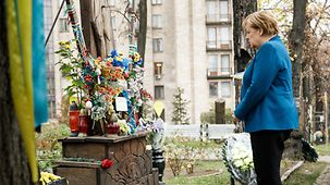 On Maidan Square, Angela Merkel remembers the victims of the uprising.