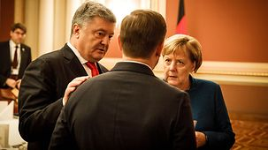 Chancellor Angela Merkel in discussion with Ukrainian Presdent Petro Poroshenko