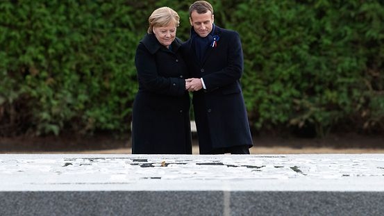 In the clearing at Rethondes in Compiègnes, Chancellor Merkel and French President Macron commemorate the armistice signed on 11 November 1918 that ended the First World War.