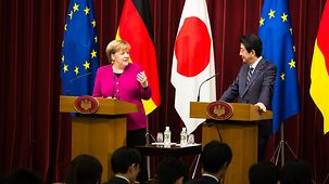Chancellor Angela Merkel and Japan's Prime Minister Shinzo Abe at a press conference