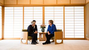 Chancellor Angela Merkel in discussion with Emperor Akihito