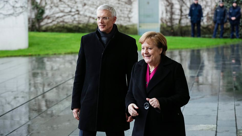 Chancellor Angela Merkel welcomes Krišjānis Kariņš, Latvia's Prime Minister, with military honours.
