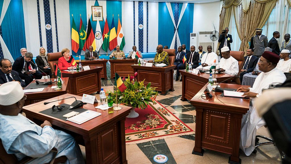 Chancellor Angela Merkel in discussion with the Presidents of the G5 Sahel states