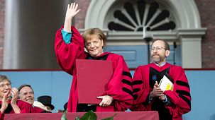 Angela Merkel pendant la remise du doctorat honorifique de l'université de Harvard