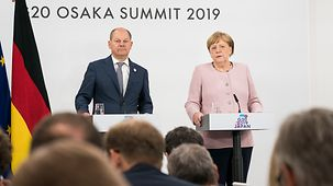 At the final press conference Chancellor Angela Merkel speaks, standing beside Vice Chancellor Olaf Scholz.
