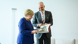 Chancellor Angela Merkel in conversation with Albania's Prime Minister Edi Rama