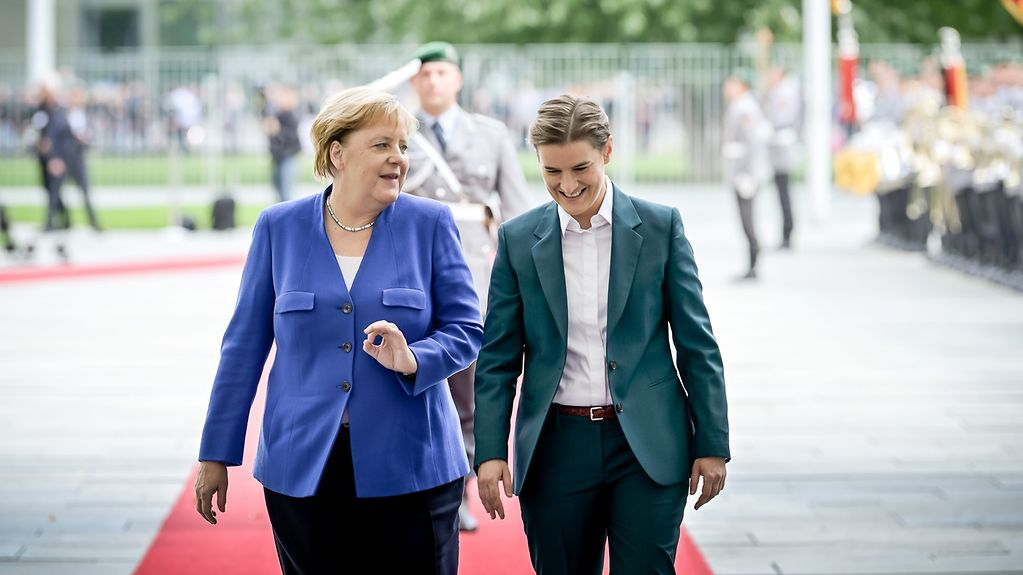 Chancellor Angela Merkel welcomes Serbia's Prime Minister Ana Brnabić at the Federal Chancellery.