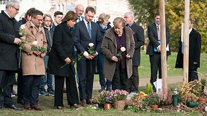 Chancellor Angela Merkel remembers the victims of the right-wing extremist group NSU.