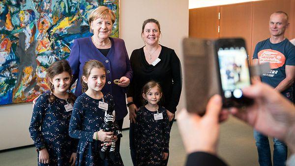 Merkel empfängt Angehörige von Soldatinnen und Soldaten sowie Polizistinnen und Polizisten im Kanzleramt