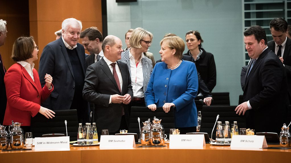 "Federal Chancellor Angela Merkel with Olaf Scholz, Federal Minister of Finance, at the start of a meeting with industrial associations and trade unions on the ""Skilled Immigration Act""."
