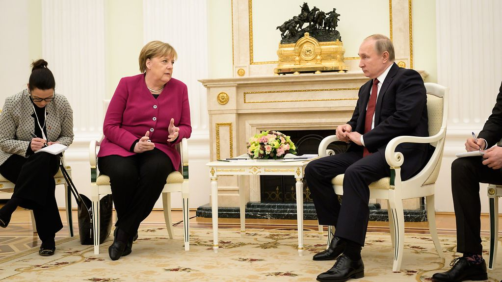 Photo shows Angela Merkel and Vladimir Putin