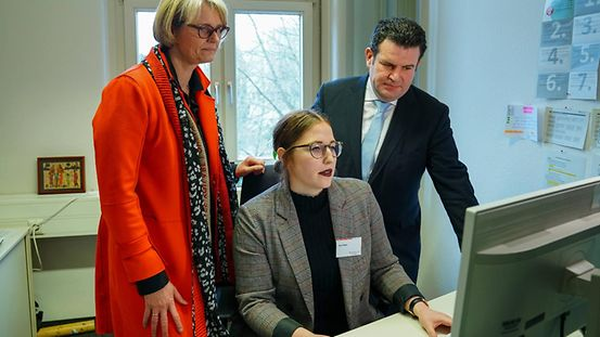 Federal Education Minister Anja Karliczek, Federal Labour Minister Hubertus Heil and Jana Braun at the opening of the Central Service Unit
