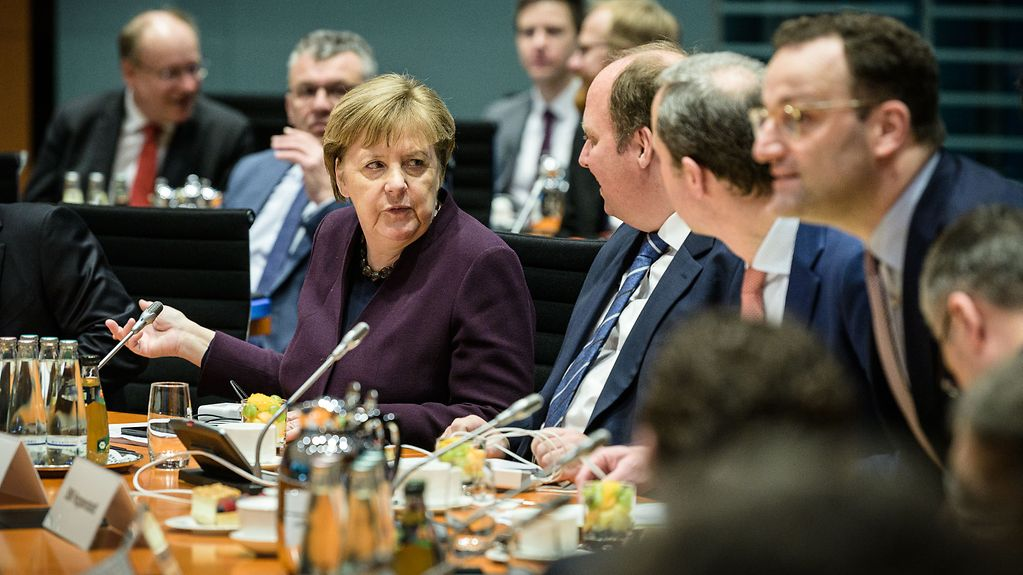 Chancellor Angela Merkel at the start of the meeting with state premiers