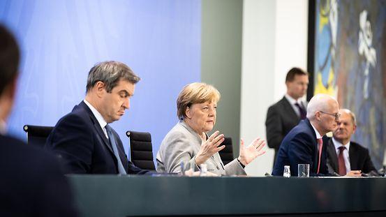 Kanzlerin Merkel, Ministerpräsident Söder, Bürgermeister Tschentscher und Finanzminister Scholz bei der Pressekonferenz zur Bund-Länder-Einigung