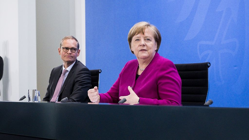 Chancellor Angela Merkel and Michael Müller, the Governing Mayor of Berlin, at the press conference following the meeting of state premiers of the eastern states