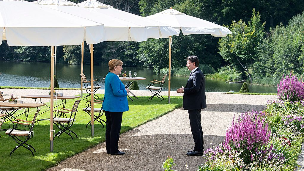 The Italian Prime Minister visits - Chancellor Angela Merkel and Italian Prime Minister Giuseppe Conte stand in the garden of the government guest house.