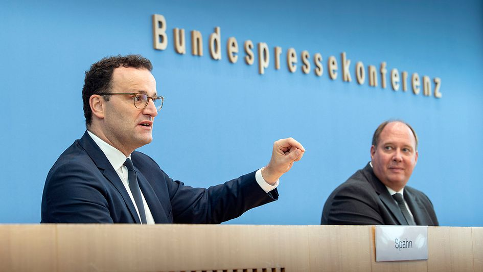 Federal Minister of Health Jens Spahn (at left) and Helge Braun, Head of the Federal Chancellery, on Wednesday in Berlin