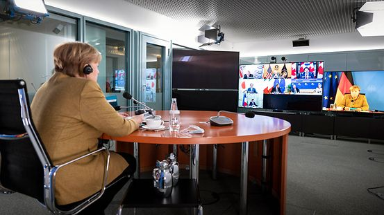 The photo shows the Chancellor at a video conference with the G7 heads of state and government.