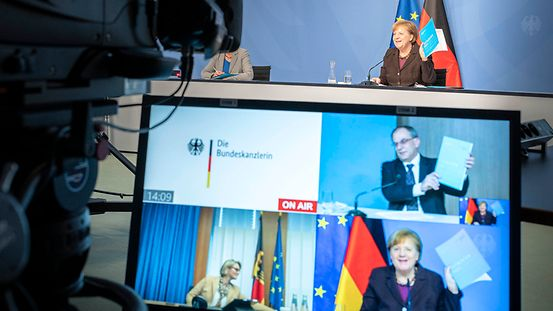 Federal Chancellor Angela Merkel is presented with the Annual Report of the Commission of Experts for Research and Innovation