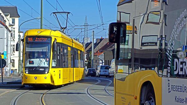 Tram und Busse unterwegs