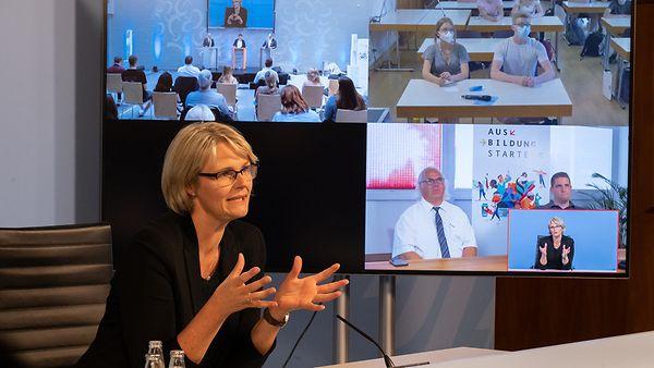"""Eine virtuelle Veranstaltung u.a. mit Bundesbildungsministerin Karliczek im Rahmen des """"Sommers der Berufsausbildung""""."""