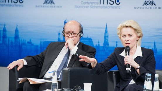 Jean-Yves Le Drian (Minister of Defence, French Republic; left) and Ursula von der Leyen (Federal Minister of Defence, Federal Republic of Germany). Pressefoto Download MSC-Kleinschmidt