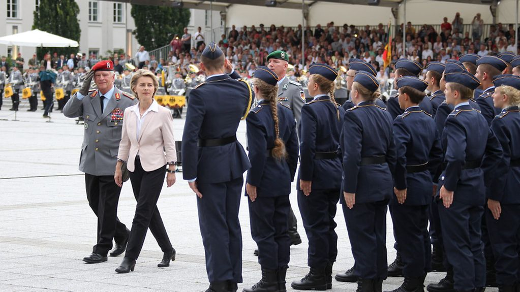 Federal Minister of Defence, Ursula von der Leyen, and Bundeswehr Inspector General Volker Wieker inspect the troops at the oath-taking ceremony on the Ministry of Defence parade grounds.