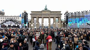 Crowds at the Brandenburg Gate
