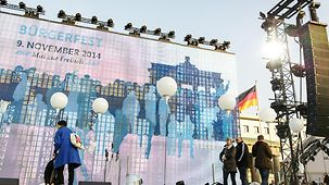 Preparations for the government's open-air party on 9 November at the Brandenburg Gate