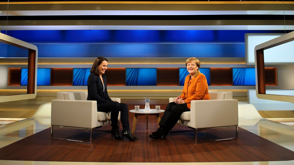Anne Will and Angela Merkel before the programme was recorded