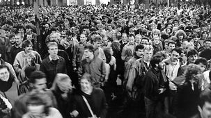 On 9 October 1989 about 70,000 demonstrators marched through the centre of Leipzig.