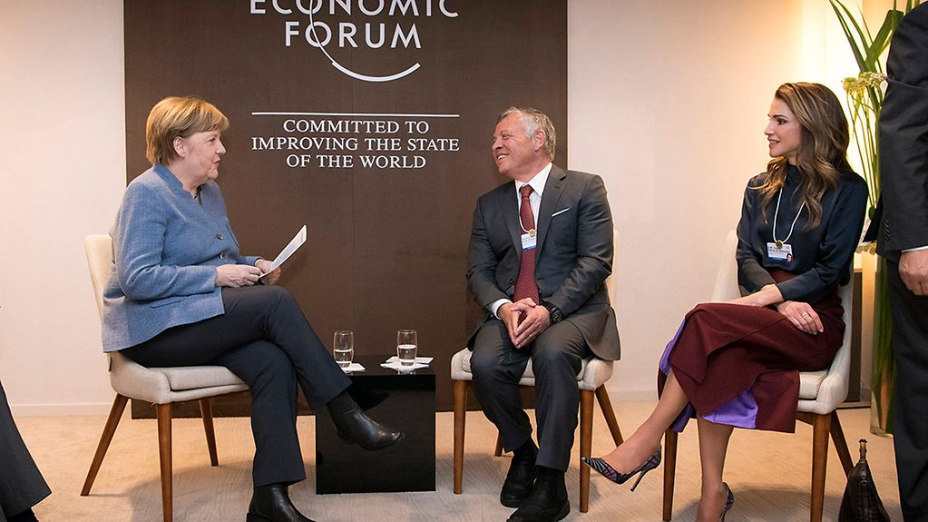 At the World Economic Forum in Davos Chancellor Angela Merkel meets with Jordan's King Abdullah II Ibn Al Hussein and his wife Rania.