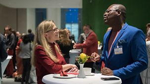 Two participants at the 3rd International German Forum in discussion