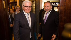 Federal Foreign Minister Frank-Walter Steinmeier and his counterpart Avigdor Lieberman.